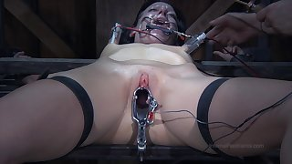 Hardcore torture session with amateur chick Elisa Graves with nice tits