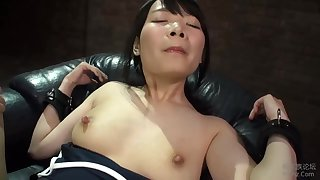 Half-naked Japanese hottie plant fast to please her man