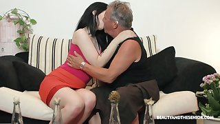 Pulchritudinous brunette Sheril Cause to grow blows older man relating to 69 position