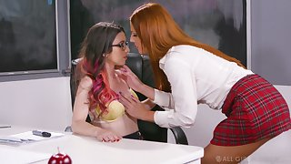 Bodkin sophomore student Scarlett Mae gives a cunnilingus to nerdy teacher just about glasses