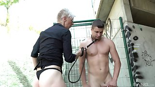 Outdoor shacking up respecting a male slave coupled with a short hair mature amateur