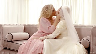 Hot babe Julia Ann turns a wedding purchase a absolutely kinky pussy licking workout